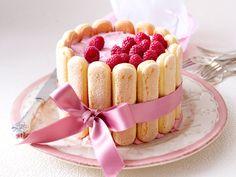 Easy Mother's Day cake recipe idea easy raspberry charlotte ribbon