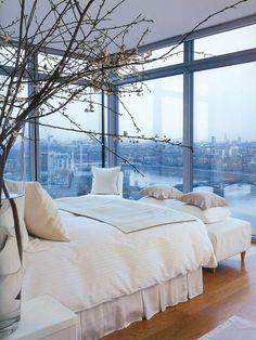 Quarto com vista panoramica e paredes de vidro
