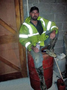 Working Men, Hard Working Man, Hi Vis Workwear, Worker Boots, Bear Men, Men In Uniform, Construction Worker, Country Boys, Man Photo
