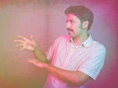 """O músico paulistano Pipo Pegoraro apresenta seu segundo álbum, """"Taxi Imã"""", no palco do Sesc Vila Mariana nesta sexta, 14, às 20h30, com entrada até R$ 12."""