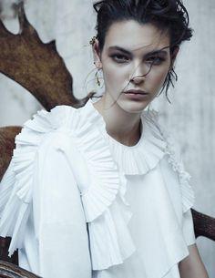 Vittoria Ceretti by Rosi Di Stefano for Vogue Taiwan // Dec 2015