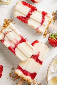 Cheesecake mix, graham crackers, and strawberries make this truly a cheesecake popsicle. Cheesecake mix, graham crackers, and strawberries make this truly a cheesecake popsicle. Ice Pop Recipes, Healthy Dessert Recipes, Ice Cream Recipes, Sweet Recipes, Delicious Desserts, Yummy Food, Healthy Popsicle Recipes, Cheesecake Popsicles, Strawberry Swirl Cheesecake