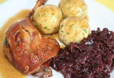 Ropogós, omlós, sült kacsacomb - Vicikótól Hungarian Recipes, Poultry, Holiday Recipes, Main Dishes, Cake Recipes, Bacon, Paleo, Pork, Food And Drink
