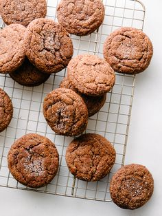 You had us at #Chocolate #Espresso #Snickerdoodle ! Read More on SMPLiving: http://www.StyleMePretty.com/living/2016/02/20/chocolate-espresso-snickerdoodles/ Photography : Fix Feast Flair