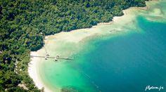 Photo aérienne d'une plage de Bornéo  www.flytem.fr