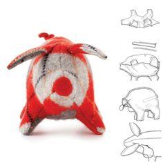 Verwandle einen alten Pulli in Filz und verwende anschließend diese Schnittmuster, um ein kleines Schweinchen zu nähen.