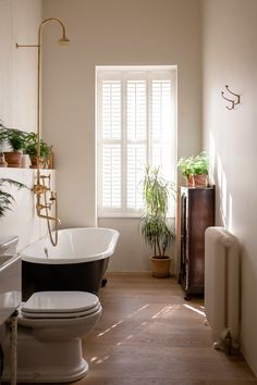 Bathroom Niche: Learn How To Choose And See Ideas With Photos - Home Fashion Trend Bathroom Niche, Natural Bathroom, Bathroom Wallpaper, Bathroom Interior, Bathroom Ideas, Modern Vintage Bathroom, Victorian Bathroom, Vintage Tub, Victorian Decor