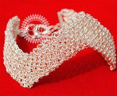 PULSERA TEJIDA A CROCHET EN PUNTO PERUANO CON PLATA PURA , MODELO INCA LINES Wire Wrapped Jewelry, Wire Jewelry, Jewelry Crafts, Wire Crochet, Knit Crochet, Crochet Earrings, Crochet Jewellery, Wire Rings, Wire Mesh