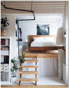 A Book-Filled Loft in Toronto A Book-Filled Loft in Toronto. a lofted bed a great way to save space in a tiny home or small space. The post A Book-Filled Loft in Toronto appeared first on Einrichtung ideen. Tumblr Room Decor, Tumblr Rooms, Tumblr Bedroom, Deco Studio, Loft Studio, Home And Deco, Decorating On A Budget, Interior Decorating, Interior Ideas