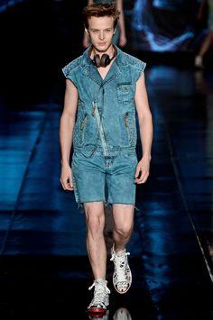 blusa colete  # CocaColaClothing - verão 2013  via: elle.abril.com.br/galeria/galeria-maior/4fb529ad1e13692d1c00006f/coca-cola-clothing-fashion-rio-verao-2013?pw=13