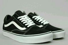 ae8e873611f Vans Old Skool - Black   White.