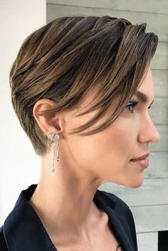 Hairstyles for short hair are very often underestimated. Today we are going to prove you that there is nothing more fun and versatile than short hair! #hairstyle #haircolor #haircuts