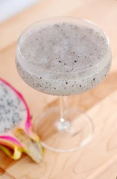 Fruit Drinks, Drinks Alcohol Recipes, Fruit Recipes, Beverages, Pineapple Margarita, Margarita Cocktail, Cocktail Night, Dragon Fruit Pitaya, Liquid Lunch