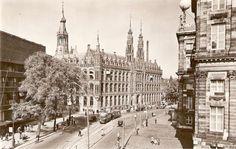 1946. Gezicht op de Nieuwezijds Voorburgwal en de Raadshuisstraat in Amsterdam. In het midden het Hoofdpostkantoor. On the right the back-side of the Royal Palace. Photo Jeroen Epema. #amsterdam #1946 #NieuwezijdsVoorburgwal
