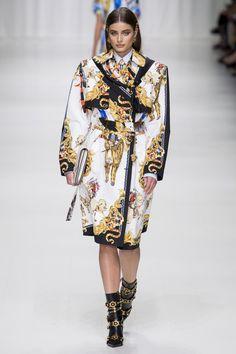 http://www.vogue.de/fashion-shows/kollektionen/fruehjahr-2018/mailand/versace/runway/_ver0325_1
