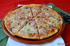 Pizza la tigaie reteta rapida fara praf de copt | Savori Urbane Baby Food Recipes, Cooking Recipes, Healthy Recipes, Pizza Lasagna, Pita, Good Food, Yummy Food, 30 Minute Meals, Bacon