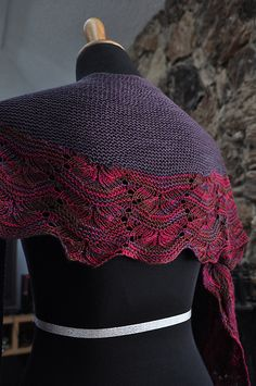 I.t.t.o, a cute name that I give this shawl! This is my first bottom up short row crescent shawl and it is a fun and easy one.