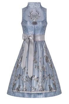Oktoberfest Outfit, Neckline Designs, Circle Dress, Mode Online, Fashion Dresses, Hairstyle, Formal Dresses, My Style, Outfits