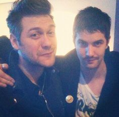 Tom Meighan (Kasabian) and Jim Sturgess Men Are From Mars, Jim Sturgess, Robert Carlyle, British Boys, Celebrity Couples, Toms, Singing, Couple Photos, Celebrities
