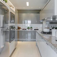 Agora é a vez desta linda cozinha!  Amei! @pontodecor  Projeto Thaís Bohrer Foto @fellipelima.fotografia  www.homeidea.com.br  Face: /homeidea  Pinterest: Home Idea #homeidea #arquitetura #ambiente #archdecor #archdesign #projeto #homestyle #home #cinza #pontodecor #homedesign #photooftheday #kitchen #interiores #picoftheday #decoration #revestimento  #decoracao #architecture #cozinha #inspiration #project #regram #home #casa #grupodecordigital