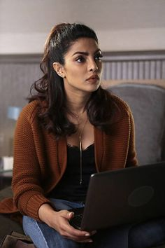 Quantico Priyanka Chopra, Priyanka Chopra Makeup, Office Wear Women Work Outfits, Casual Outfits, Bollywood Celebrities, Bollywood Actress, Detective Outfit, Girl Photo Poses, Beautiful Actresses