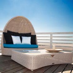 Il Divano Pasha di Atmosphera, realizzato in alluminio e estruso di polietilene solidificato ad acqua, è l'ideale per arredare ambienti outdoor.
