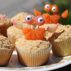 A fun tutorial on how to make edible sand crab cupcake toppers with gummy candies!