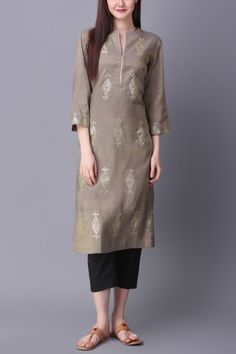 Grey kurta with geometric motif detail - Abhijeet Khanna - Designers Pakistani Dresses Casual, Indian Fashion Dresses, Pakistani Dress Design, Indian Designer Outfits, Salwar Designs, Kurta Designs Women, Kurti Designs Party Wear, Dress Neck Designs, Stylish Dress Designs