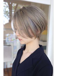 Short Hair Styles Easy, Short Hair Cuts, Japan Hairstyle, Japanese Short Hair, Bob Hair Color, Transition To Gray Hair, Shot Hair Styles, Ash Blonde Hair, Haircuts With Bangs