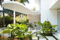A 1963 House Renovation That Pays Homage to Architect Oscar Niemeyer - Design Milk Oscar Niemeyer, Luigi, Oscar House, Oscar Pictures, Concrete Forms, The Design Files, Australian Homes, Mid Century House, Interior Exterior