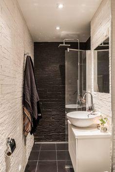 Nella guida abbinata all'immagine ti racconto come puoi arredare un bagno stretto e lungo. Anche se il tuo bagno è largo 1 metro non c'è problema: la guida parla di un bagno strettissimo. #arredobagno #arredobagnodesign #bagno #SmallBathroom #bathroom #salledebain