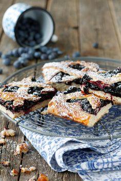 Pullapohjainen mustikkapiirakka // Blueberry Pie  Food & Style Elina Jyväs Photo Joonas Vuorinen Maku 4/2014, www.maku.fi