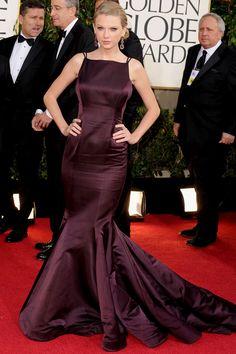 Berinjela também pra Taylor Swift, de vestido Donna Karan que parecia meio amassado, não?