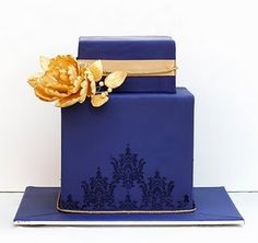 Navy blue, yellow & damask cake. Lovely.