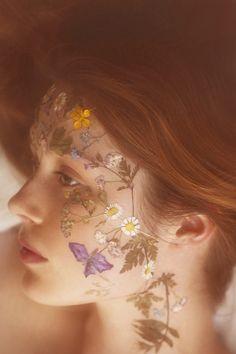 Las etiquetas más populares para esta imagen incluyen: flowers, face, vintage, art y beauty
