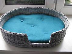 pelíšek+pro+kočku+patina+Pelíšek+pro+kočičku+pletený+z+papírových+ruliček,+v+šedé+patině,+3x+lakováno,+takže+je+dostatečně+pevný.+Vnitřek+z+modrozeleného+fleecu+vyplněného+vatelínem+pro+pohodlí+kočičky.+Rozměry+50x+37x+12cm. Wicker Baskets, Home Decor, Decoration Home, Room Decor, Home Interior Design, Home Decoration, Woven Baskets, Interior Design