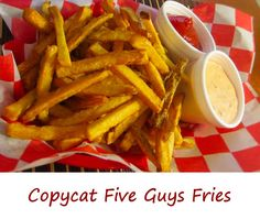 We love fries hot out of the fryer, the ones that have been twice-fried. Like these copycat Five Guys Fries! Guys Burgers Recipe, Burger Recipes, Copycat Recipes, Snack Recipes, Dinner Recipes, Cooking Recipes, 5 Guys Fries Recipe, Skillet Recipes, Snacks