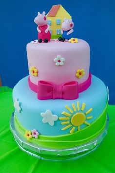 Original idea para comida de una fiesta temática de Peppa Pig. #Peppapig #fiestadecumpleaños #birthdaycakes Tortas Peppa Pig, Bolo Da Peppa Pig, Peppa Pig Birthday Cake, 4th Birthday, Birthday Ideas, Aniversario Peppa Pig, Bolo Mickey, Pig Party, Girl Cakes