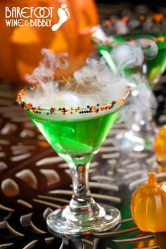 This Sparkling Green Goblin featuring Barefoot Bubbly Brut Cuvée makes for a ghoulishly delicious drink. Try it this Halloween!