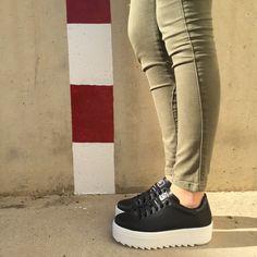 Pisada firme con las nuevas #bambas Victoria de piel y plataforma dentada. ¡Nos encantan!