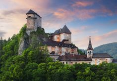 Orava Castle is situated on a high rock above Orava river in the village of Oravský Podzámok, Slovakia. It is considered to be one of the most beautiful castles in Slovakia. Bratislava, Beautiful Castles, Beautiful Buildings, Beautiful Places, Amazing Places, Lichtenstein Castle, Castle Pictures, Fairytale Castle, Excursion