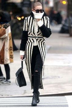 New York - December 12 Gigi Hadid opted for an outfit by Victoria Beckham. Black White Striped Dress, Gigi Hadid Style, Street Style 2016, Fashion Updates, Red Carpet Fashion, Stylish Girl, Daily Fashion, Winter Outfits, Celebrity Style