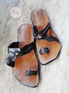 100% handmade sandals made from the finest quality full-grain leather. They are available in all sizes as we custom make them to your actual feet measurements. They have beautiful shells incorporated into their unique design. No machines are used in the making of my sandals. They combine style and functionality. An enormous amount of care and energy goes into making each sandal. They are totally unique, extremely comfortable and durable. The full-grain leather that I use is the highest…