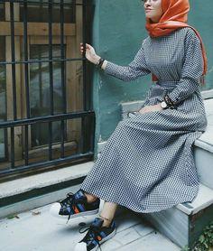 Plaid and Stripped Dress Inspiration for Hijabies – Girls Hijab Style & Hijab Fashion Ideas Arab Fashion, Islamic Fashion, Muslim Fashion, Modest Fashion, Fashion Outfits, Fashion Ideas, Hijab Style, Casual Hijab Outfit, Hijab Chic