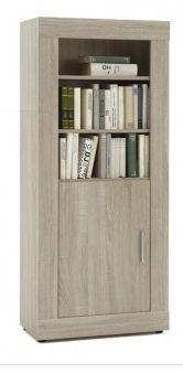 Deze moderne boekenkast uit de Fox collectie is trendy en heel goed te combineren. De kast is gelamineerd met een stevige HPL laag in een white wash eiken kleur.  Afmeting: 162x66x34cm (hxbxd)
