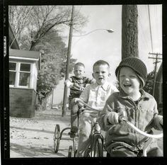3 brothers on their trikes. Photo by David L. Hunsberger