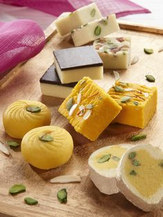 New Year Eve 2019 Sweets and Mithai's Gift Indian Dessert Recipes, Indian Sweets, Sweets Recipes, Cooking Recipes, Indian Snacks, Indian Recipes, Desert Recipes, Sweets Photography, Sweet Desserts