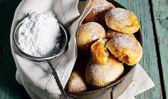 Nadýchané lehké těsto, uvnitř lahodná šťavnatá náplň a na povrchu krusta zmásla a cukru. To jsou mrkvánky nebo také mrkvance. Tradiční sladké bulky smrkvovou náplní, které zachutnají všem generacím, od těch nejmenších až po babičky a dědečky. Pretzel Bites, Muffin, Dairy, Treats, Cheese, Breakfast, Sweet, Food, Sweet Like Candy