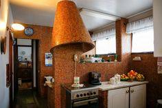 Cozinha com referências a Gaudi e Corbusier