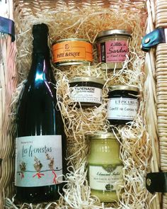 Packaging up a hamper this morning. Great gifts for birthdays/weddings/Christmas! Available in a range of sizes and flexible to suit all budgets. Get in touch for details #henri #henriraeburn #henristockbridge #stockbridgeedinburgh #stockbridge #edinburgh #scotland #hampers #christmas #wineandcheese #artisan #french